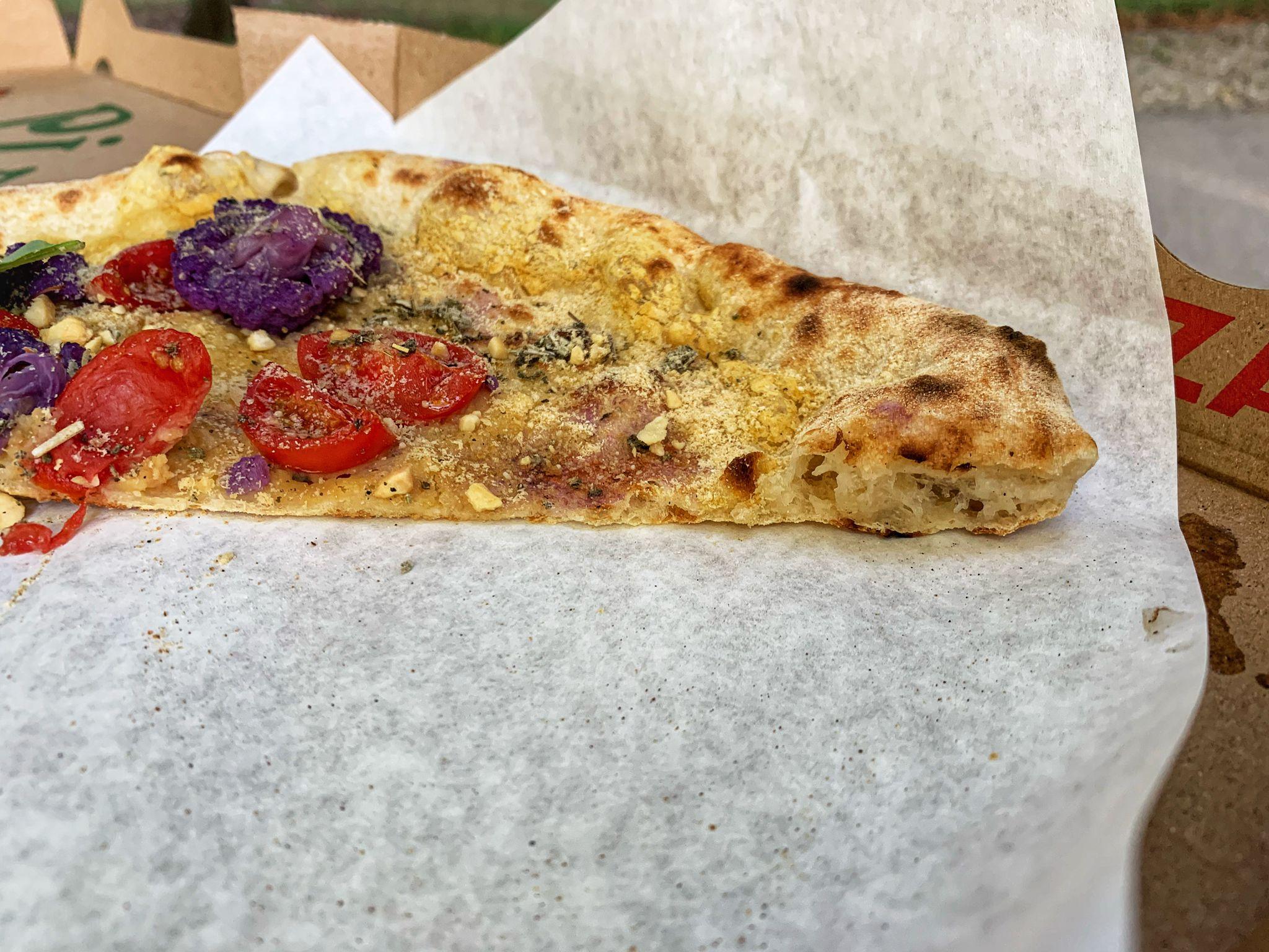Seitenschnitt der Napoli Rush Pizza aus München